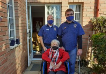 Knights and Alberton Lions Donate Wheelchair